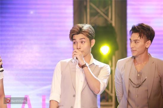 365 rơi nước mắt trước mặt fan trong buổi biểu diễn cuối cùng ở Hà Nội - Ảnh 21.