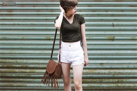 Street style giới trẻ 2 miền tuần qua: áo phông, shorts, kẻ & hoa lá rực rỡ tràn ngập - Ảnh 10.