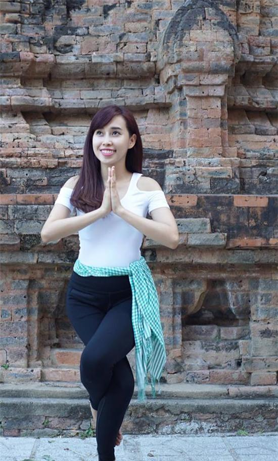 Tập Yoga tại tất cả mọi nơi mình đi qua - cô gái người Việt này đang truyền cảm hứng cho rất nhiều người! - Ảnh 2.