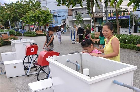 đạp xe, lọc nước, bờ Kênh Nhiêu Lộc - Thị Nghè, Sài Gòn, ô nhiễm