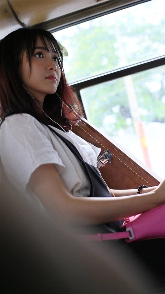 Mặt rất xinh, hát rất hay: Đây là lý do mà cô gái này đã bị... quay lén clip trên xe bus! - Ảnh 3.