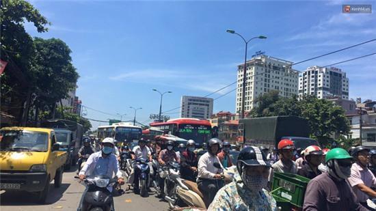 Hà Nội: Cột điện bốc cháy dữ dội, đường Giải Phóng ách tắc - Ảnh 5.