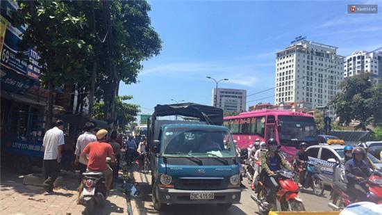 Hà Nội: Cột điện bốc cháy dữ dội, đường Giải Phóng ách tắc - Ảnh 6.