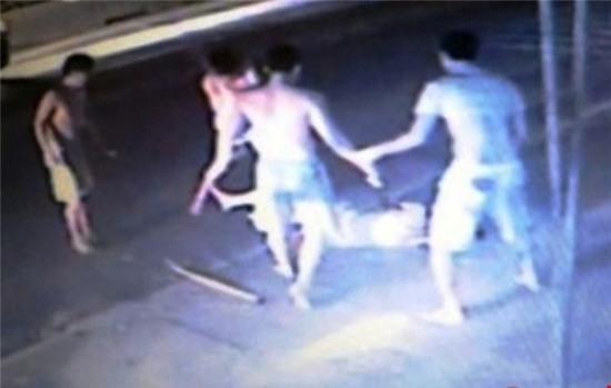 Điều tra danh tính nạn nhân bị đánh hội đồng dẫn đến tử vong ở Nghệ An - Ảnh 1.