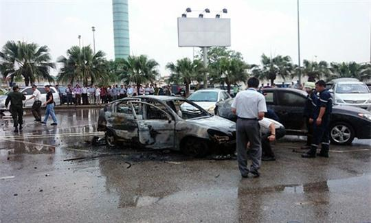 Lực lượng chức năng tiến hành khám nghiệm, điều tra tại hiện trường cháy ô tô ngày 27-5-2014 - Ảnh: Otofun