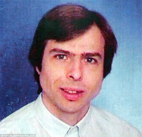 Kẻ bắt cóc Natascha năm đó tên là Wolfgang Priklopil, 44 tuổi, một kỹ thuật viên máy tính