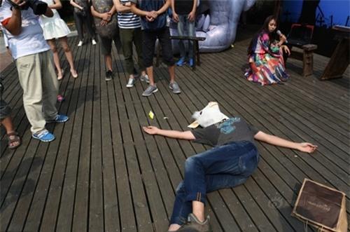 Sinh viên TQ giả chết để giành giải thưởng 10 triệu đồng