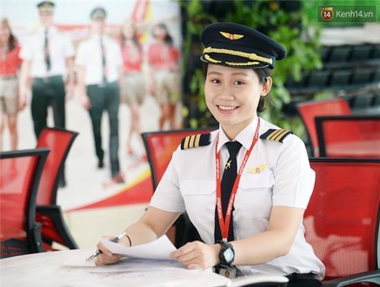 Gặp 2 nữ phi công 9X đầu tiên của hàng không Việt Nam - Ảnh 2.