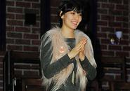 Kim So Yeon trong buổi hoạt động từ thiện Love Tree Project