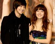 Park Jin Hee rạng rỡ bên Kim Bum