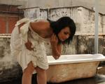 Tinna Tình 'quái' trong video clip 'Rắn độc'