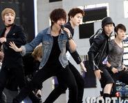 Super Junior lập kỉ lục bán đĩa - Si Won vừa phải phẫu thuật - E.L.F  làm từ thiện