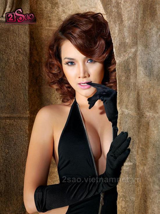 """Trang Nhung lại """"khoe ngực"""""""
