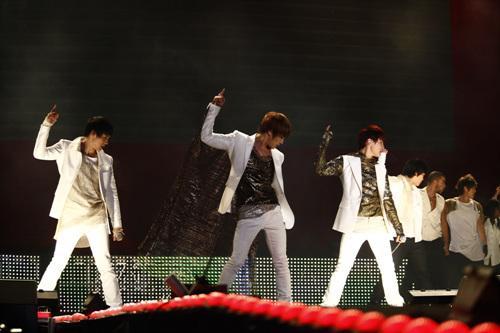 [04122010][news]JYJ làm khuynh đảo kinh tế Hàn Quốc JYP-concert26
