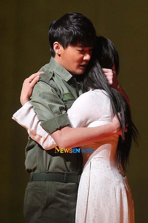 [04022011][news]Ngàn người rơi lệ vì tình yêu của Xiah Junsu với cô gái Việt Tear11