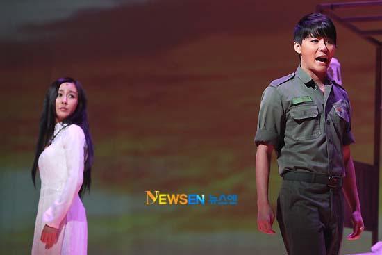 [04022011][news]Ngàn người rơi lệ vì tình yêu của Xiah Junsu với cô gái Việt Tear12