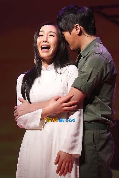 [04022011][news]Ngàn người rơi lệ vì tình yêu của Xiah Junsu với cô gái Việt Tear15