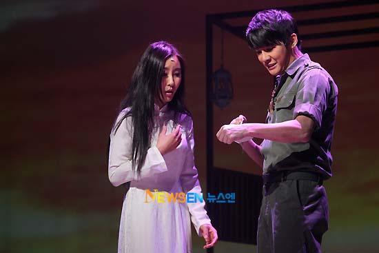 [04022011][news]Ngàn người rơi lệ vì tình yêu của Xiah Junsu với cô gái Việt Tear16