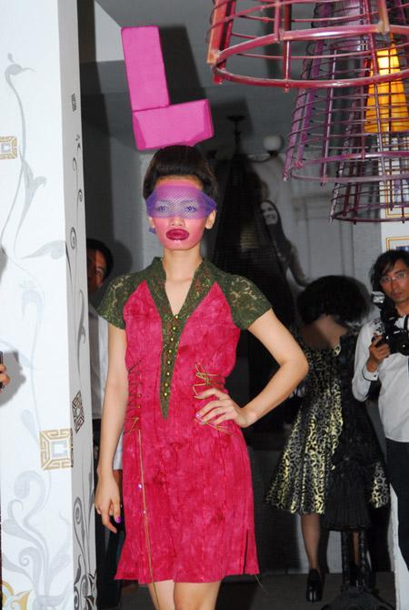 Võ Việt Chung quýnh bầm mỏ người mẫu V2