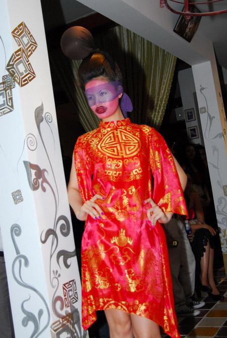 Võ Việt Chung quýnh bầm mỏ người mẫu V7