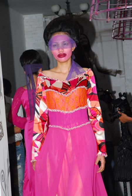 Võ Việt Chung quýnh bầm mỏ người mẫu V13