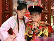 """Sao Tân Hoàn Châu Cách Cách thi nhau """"bắt nạt"""" bạn diễn"""