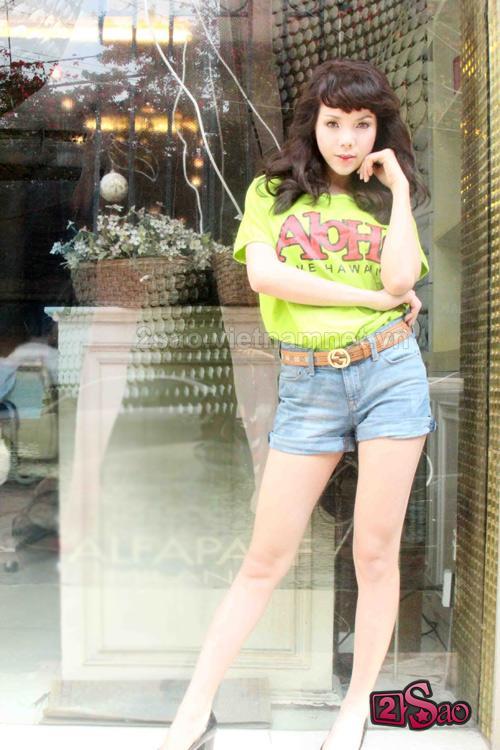 Trà Ngọc Hằng mặc kín vẫn sexy