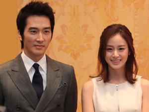 Video: Song Seung Hun và Kim Tae Hee gửi lời chào fan Việt