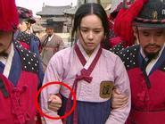 Phim cổ trang hot xứ Hàn lại mắc lỗi