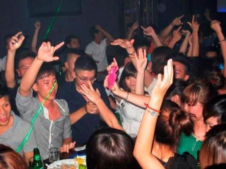 Một góc nhìn khác về người trẻ đi bar