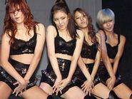 Sao Hàn và những bộ trang phục phản cảm