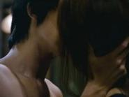 Kim Soo Hyun và Jeon Ji Hyun trao nhau nụ hôn nồng cháy