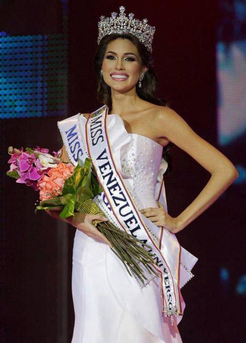 Vẻ đẹp dao kéo lên ngôi hoa hậu Venezuela 2012