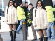 Trời rét căm căm, Dương Mịch vẫn diện váy ngắn