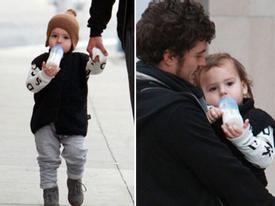 Bé Flynn sành điệu đi mua sắm với bố