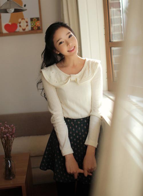 Xinh nhu tieu thu voi vay hoa tiet dang xoe