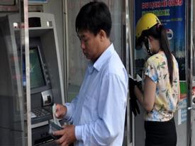 Rút tiền ATM nội mạng chính thức bị thu phí