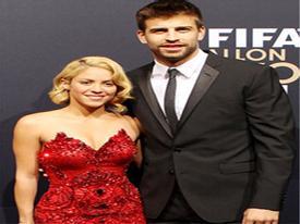 Pique và Shakira đùa với đứa con sắp sinh