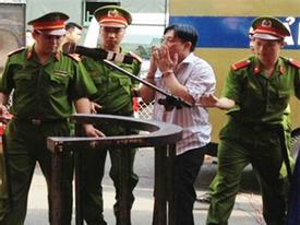 Những cử chỉ quái đản nhất của bị cáo ở Việt Nam 2012