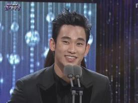 'Quốc vương' Kim Soo Hyun thắng liên tiếp 3 giải tại MBC Drama Awards