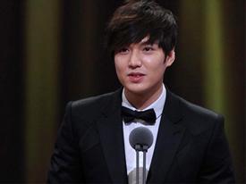 Sao nam điển trai, sao nữ quý phái 'đọ' sắc tại SBS Drama Award