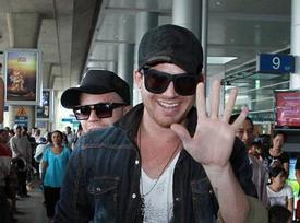Adam Lambert rạng rỡ chào fan Việt