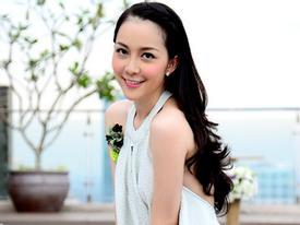 Linh Nga diện đồ trắng tinh đẹp rạng rỡ đón tuổi mới