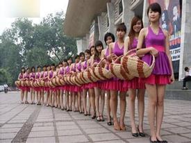 Chân dài sinh viên đắt khách dịp Tết
