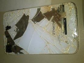 Pin iPhone 4 bị chảy, rò axit