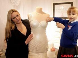 Váy cưới bằng bánh nặng 25kg