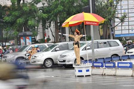 Xã hội - 'Hoa khôi' cảnh sát đứng bục không sợ bị sàm sỡ (Hình 2).