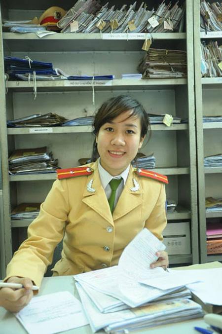 Xã hội - 'Hoa khôi' cảnh sát đứng bục không sợ bị sàm sỡ (Hình 4).