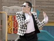 KBS vẫn cấm chiếu MV 'Gentleman' vì phá hoại tài sản