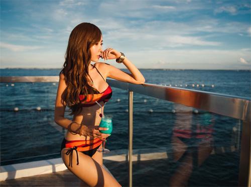 Khoe đường cong tuyệt mỹ nhờ bikini